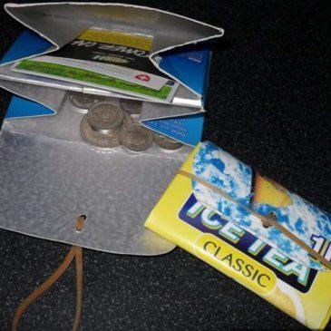 Portemonnaies aus Tetra-Packs basteln am Offenen Treff
